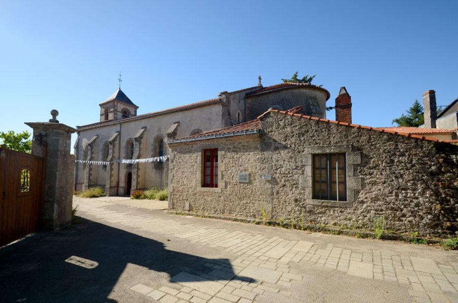 Place et église St Gilles à Mallièvre
