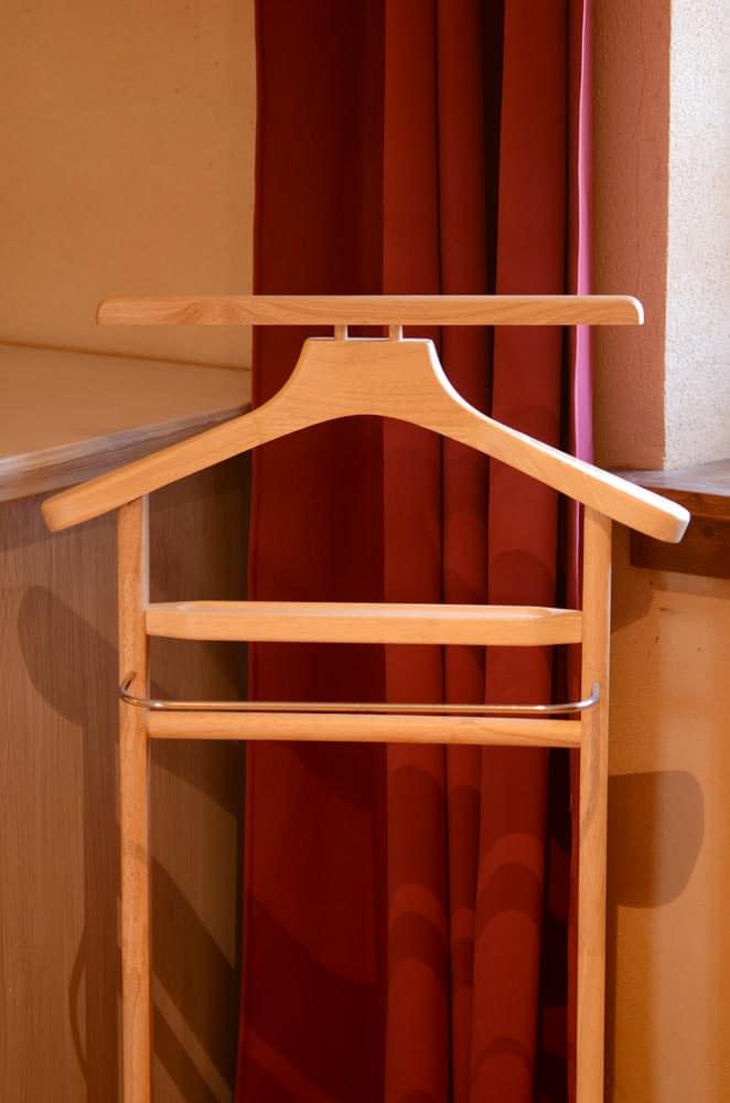 Valet de chambre pour déposer vêtements