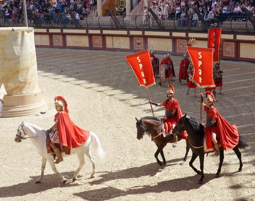 Légionnaires et cavaliers au stadium gallo-romain