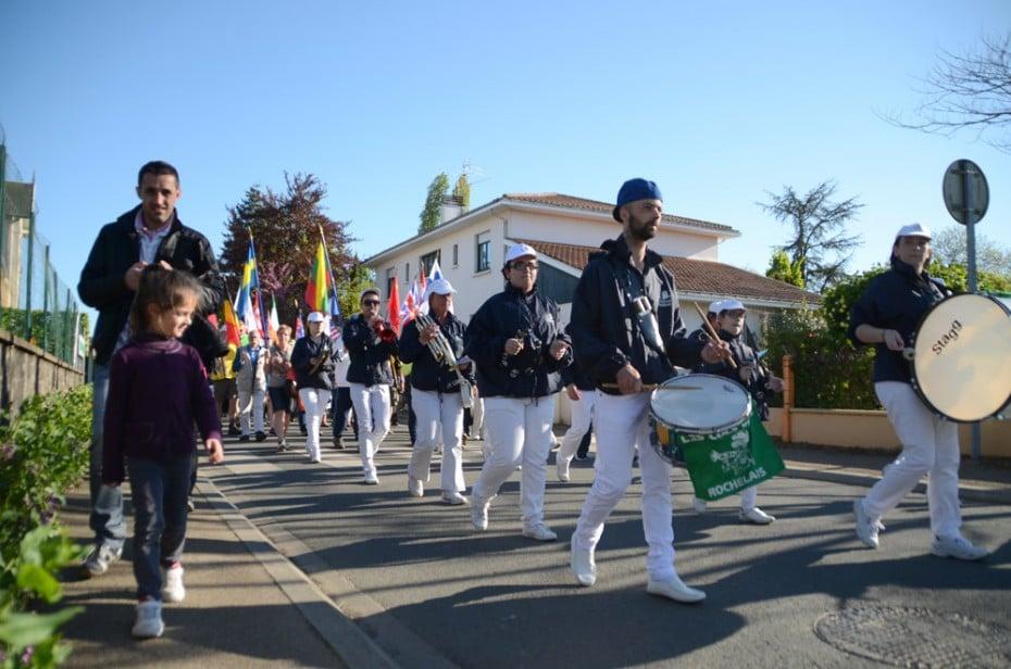 Marche en fanfare dans les rues de Chantonnay